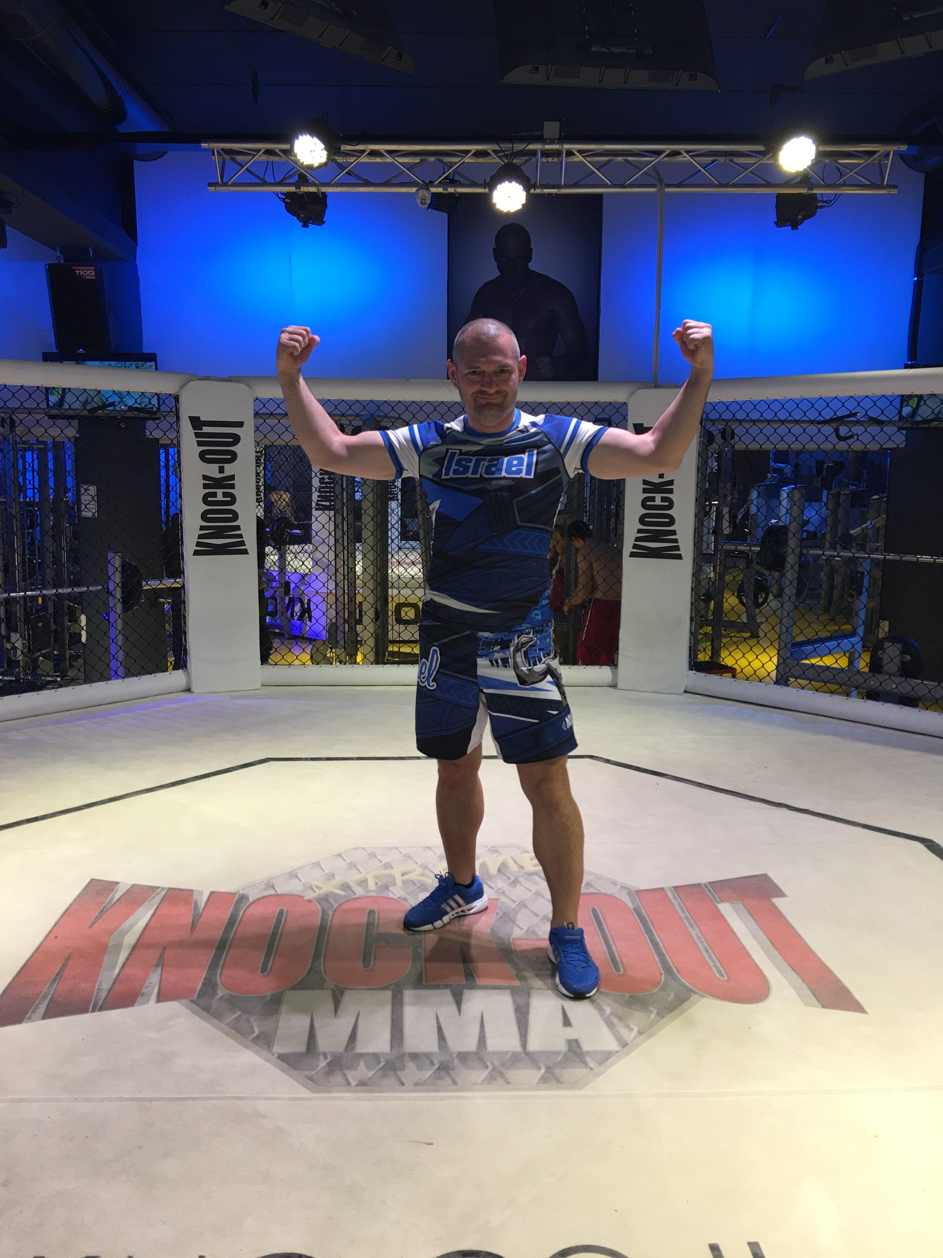 Практика и опыт традиционного Окинавского Годзю-рю мне очень пригодилась для проведения тренировок MMA. Много техник, применяемых в Годзю-рю, или правильней будет сказать, что вся техника традиционного Окинавского Годзю-рю применима в Mixed Martial Arts.